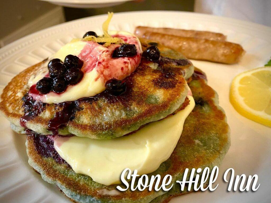 Blueberry pancakes with lemon mascarpone!