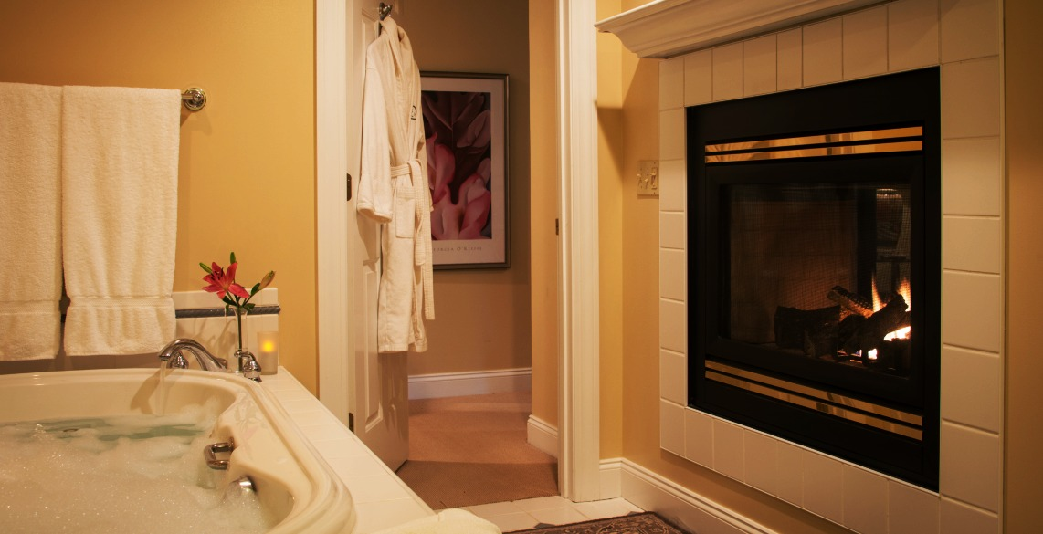 Romantic Couples Getaway in Stowe - Bathroom